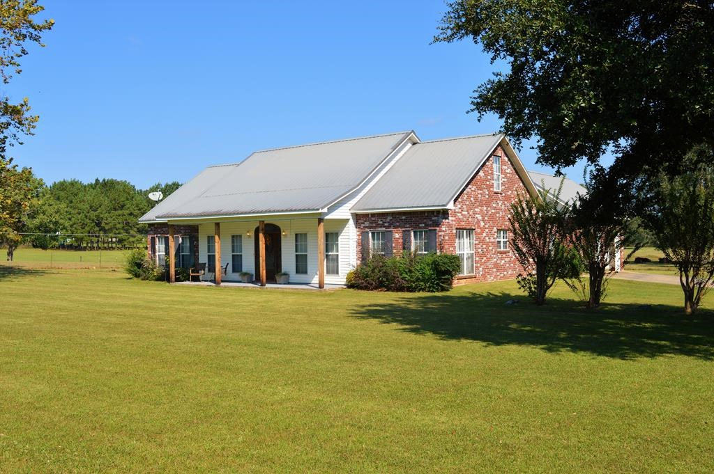 4 Bed, 2 Full/2 Half Bath Country Home for Sale NPSD, MS