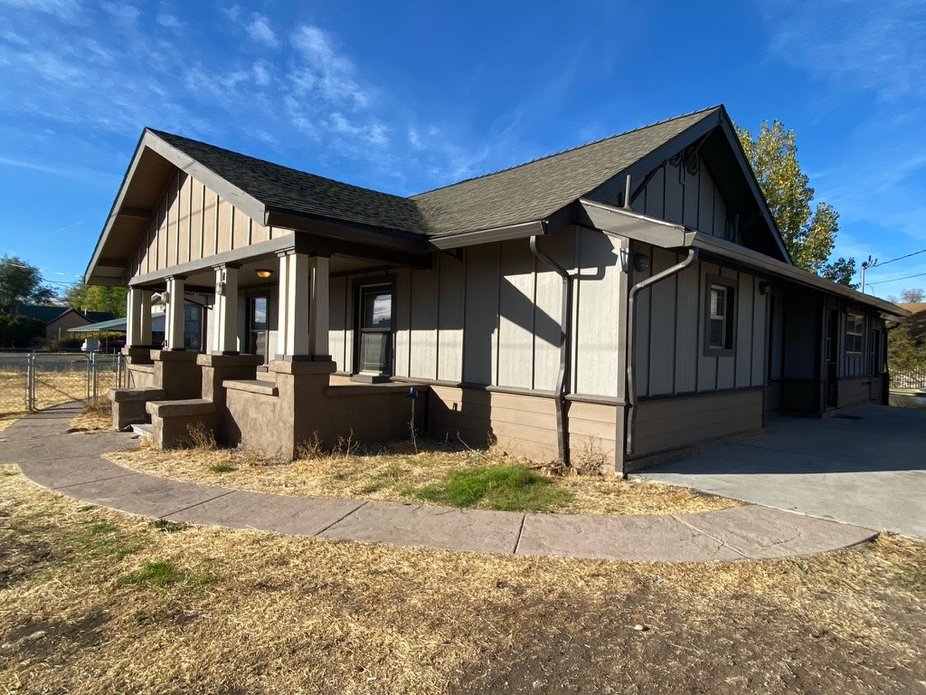 3 Bedroom Plus! 4 Bath Home for Sale in Alturas!