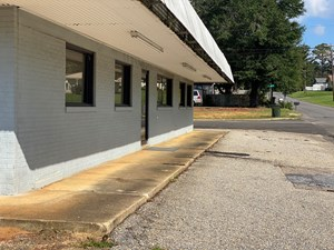 MULTI-PURPOSE COMMERCIAL BUILDING IN LUVERNE
