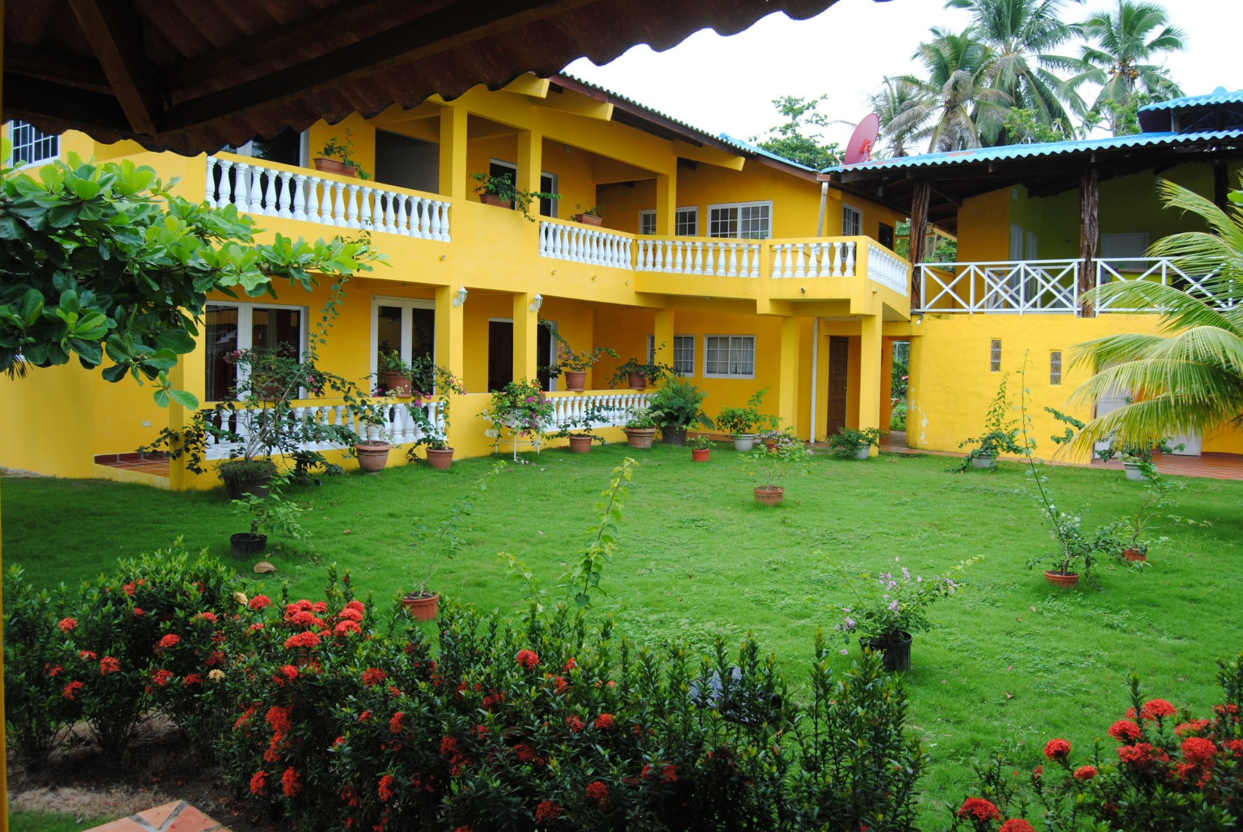 CARIBEAN OCEAN HOUSE FOR SALE COSTA ARRIBA COLON LA GUAIRA