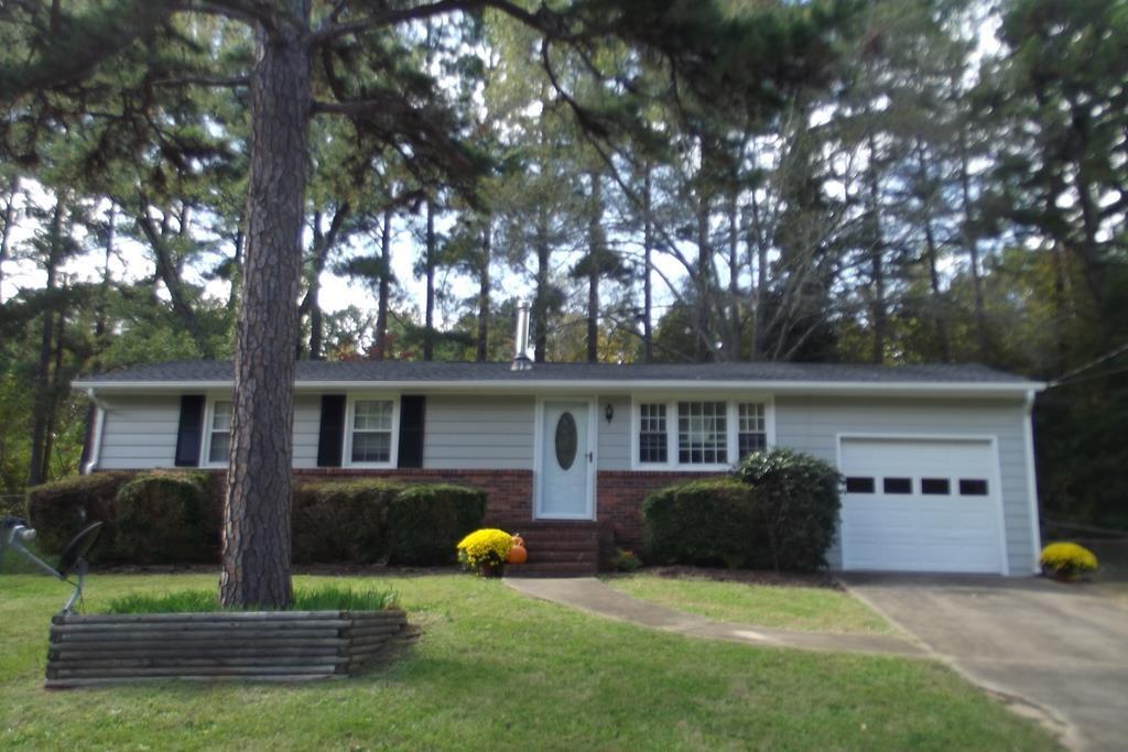 Charming Home Right Around The Corner To Kerr Lake, VA