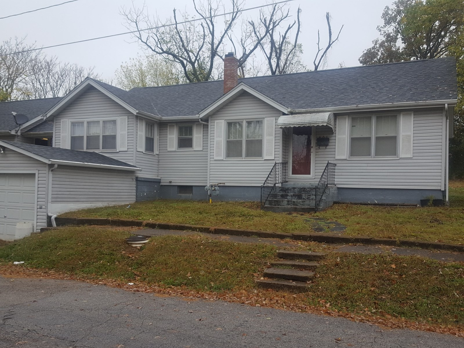 House in Town for Sale in Willow Springs, Missouri