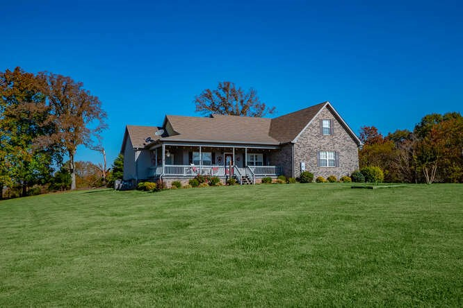 Country home with fenced pasture and views!