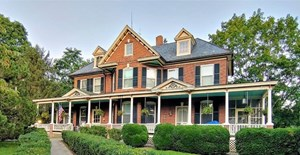 POTENTIAL BED AND BREAKFAST FOR SALE IN CHRISTIANSBURG VA!