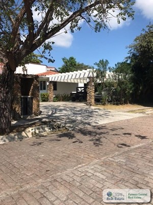 FOR SALE HOUSE ON THE BEACH, PUNTA BARCO VILLAGE