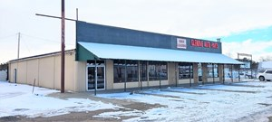 COMMERCIAL BUILDING FOR RENT WITH SHOP AND PARKING