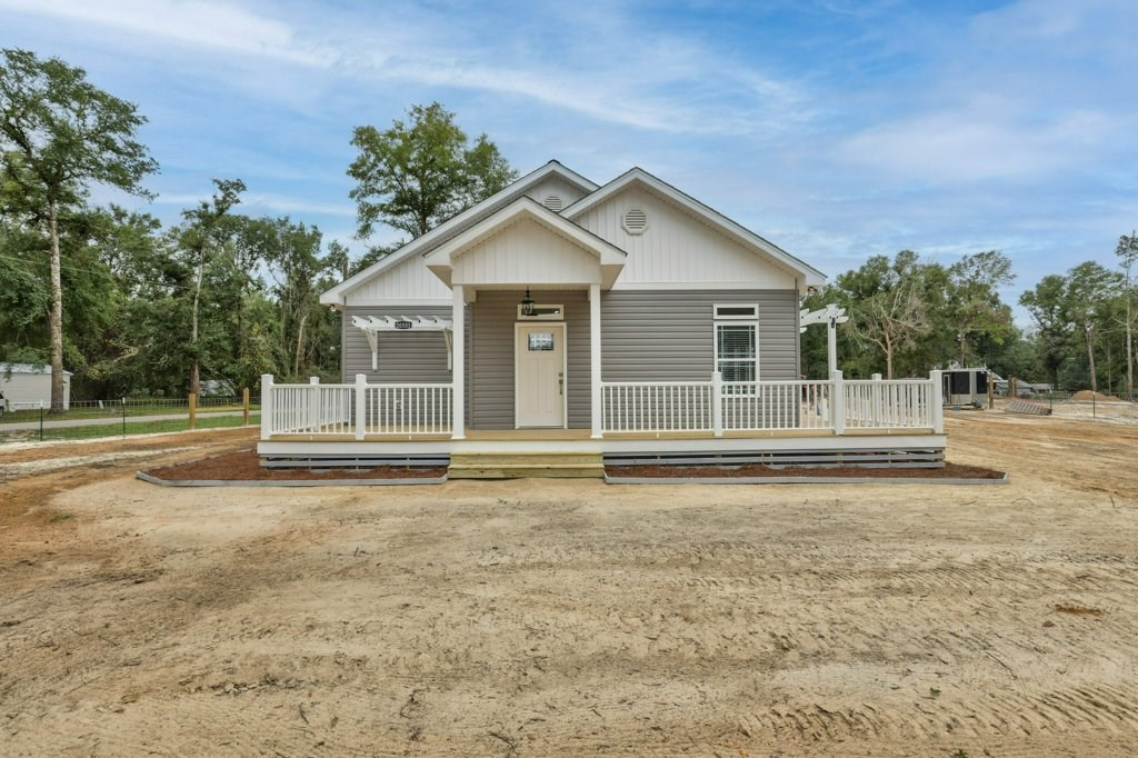 Beautiful new construction home in Hosford Florida