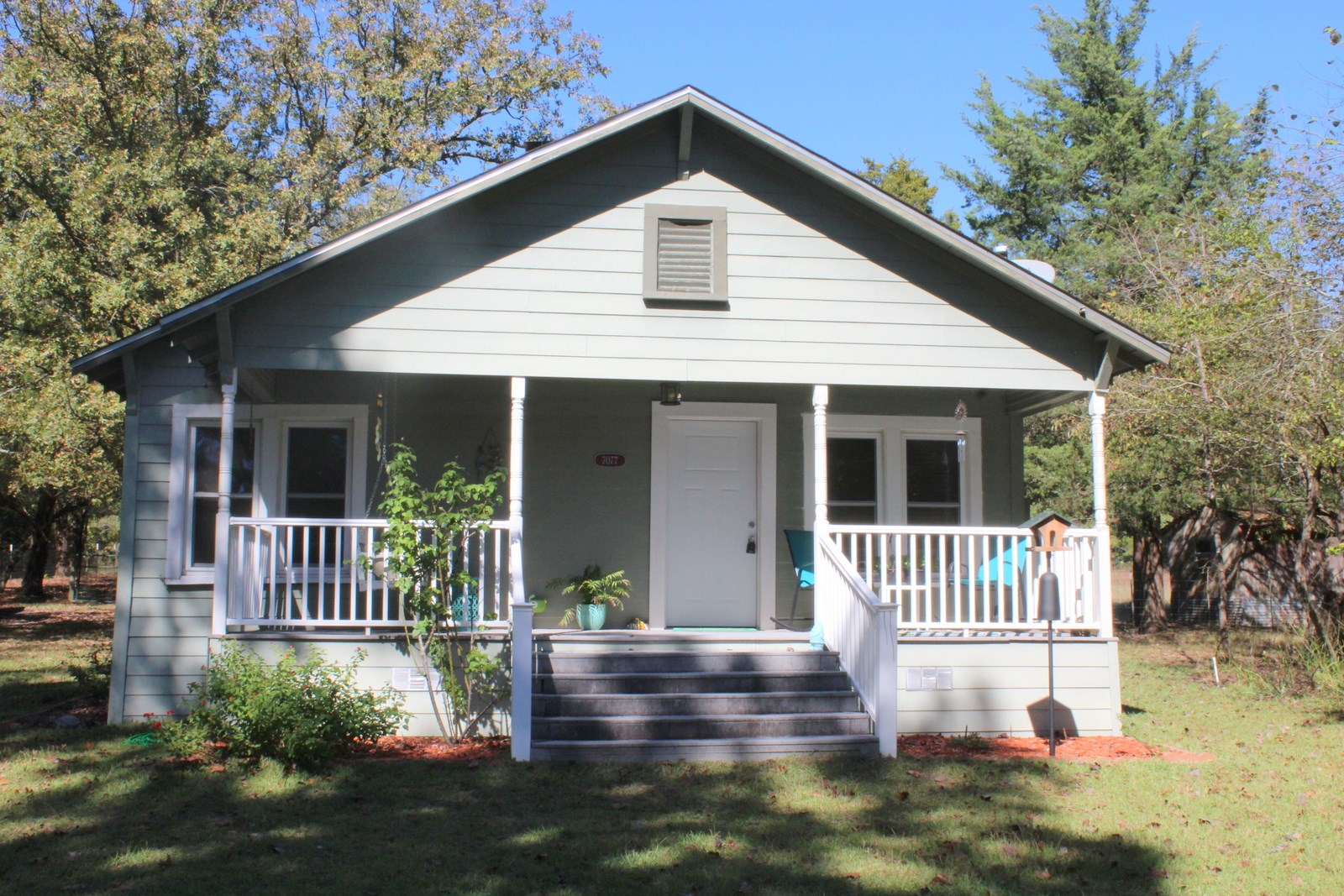 MOVE IN READY COTTAGE STYLE HOME 4.5 ACRES WINNSBORO, TEXAS