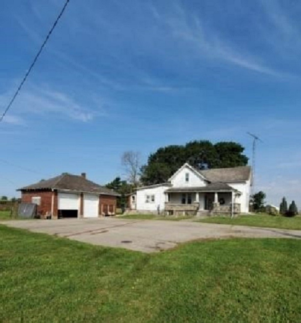 Country Home for Auction Winchester, Indiana
