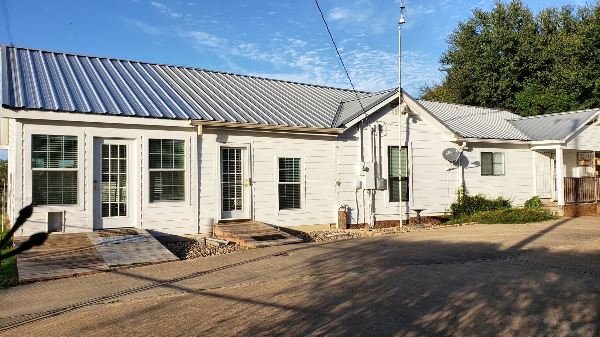 COUNTRY HOME W/ WORKSHOP FOR SALE IN EAST TX | FRANKSTON TX