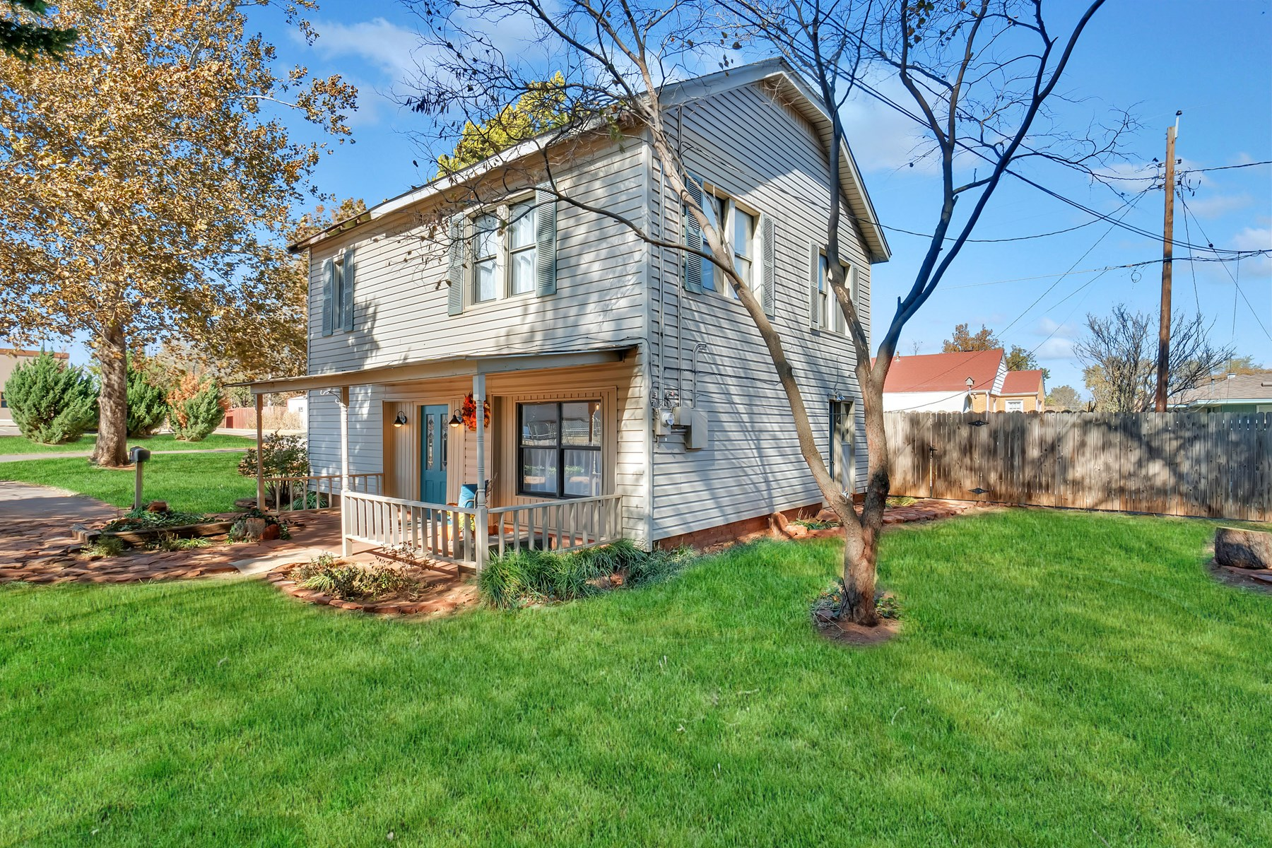 2 STORY HOME FOR SALE IN ELK CITY