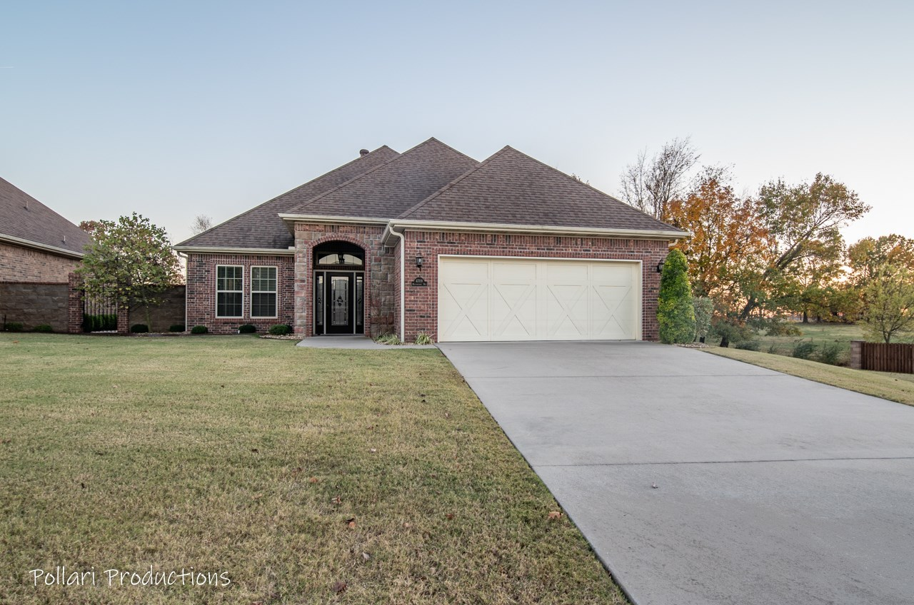 Home for Sale in Rogers, AR