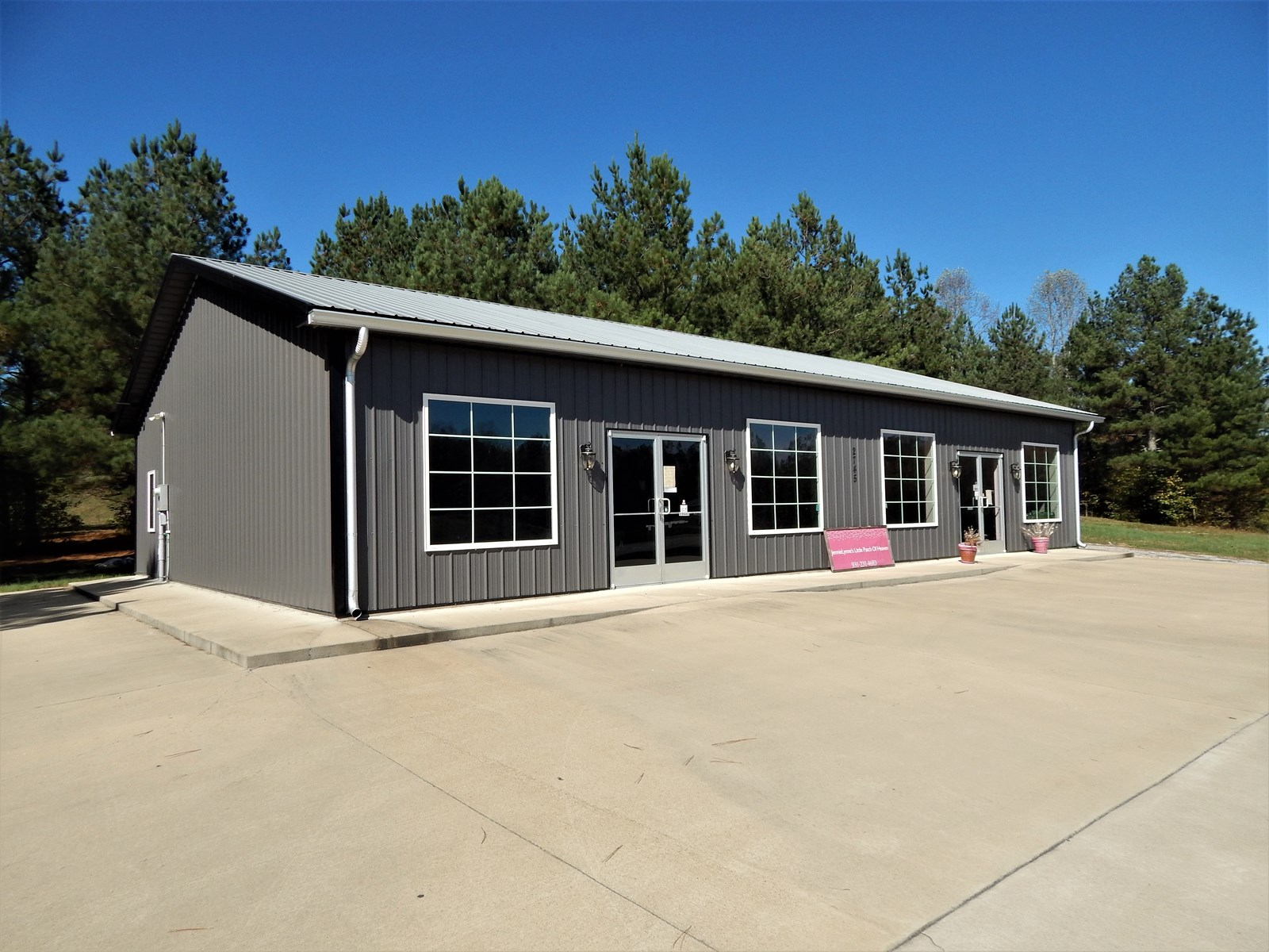 2400 SQ FT COMMERCIAL OR RESIDENTIAL BUILDING ON 7 ACRES!