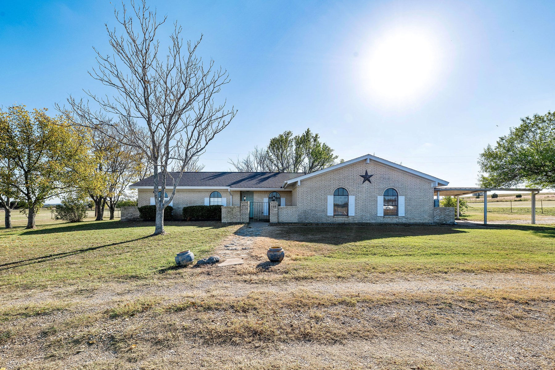 Country Home For Sale with Acreage Gatesville Texas