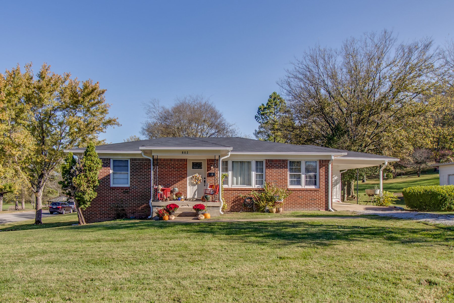 Home in Town for Sale in Mt Pleasant, Tennessee