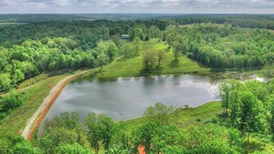 HUNTER'S PARADISE IN THE HEART OF THE OZARKS