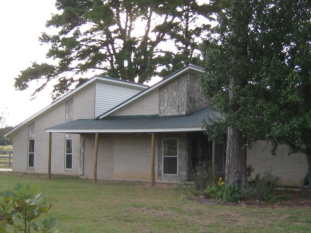 COUNTRY HOME WITH BARN FOR SALE FRANKSTON TX | EAST TX