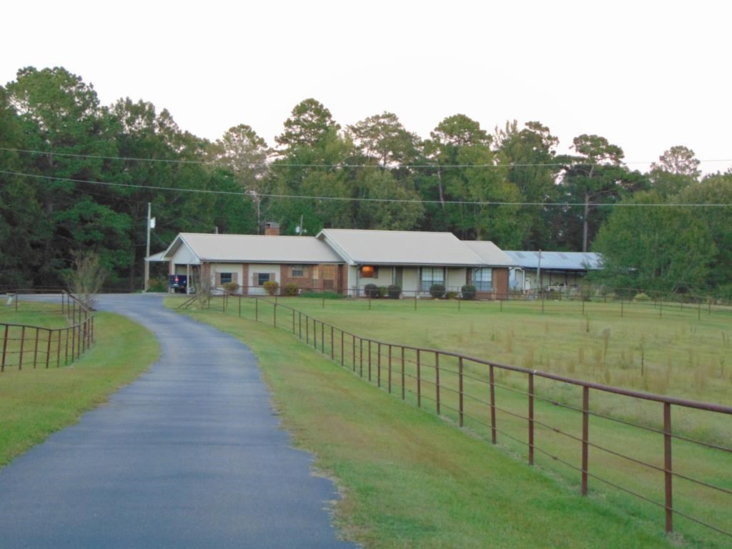 Ranch Style Home on 7.41 Acres Lincoln County Mississippi