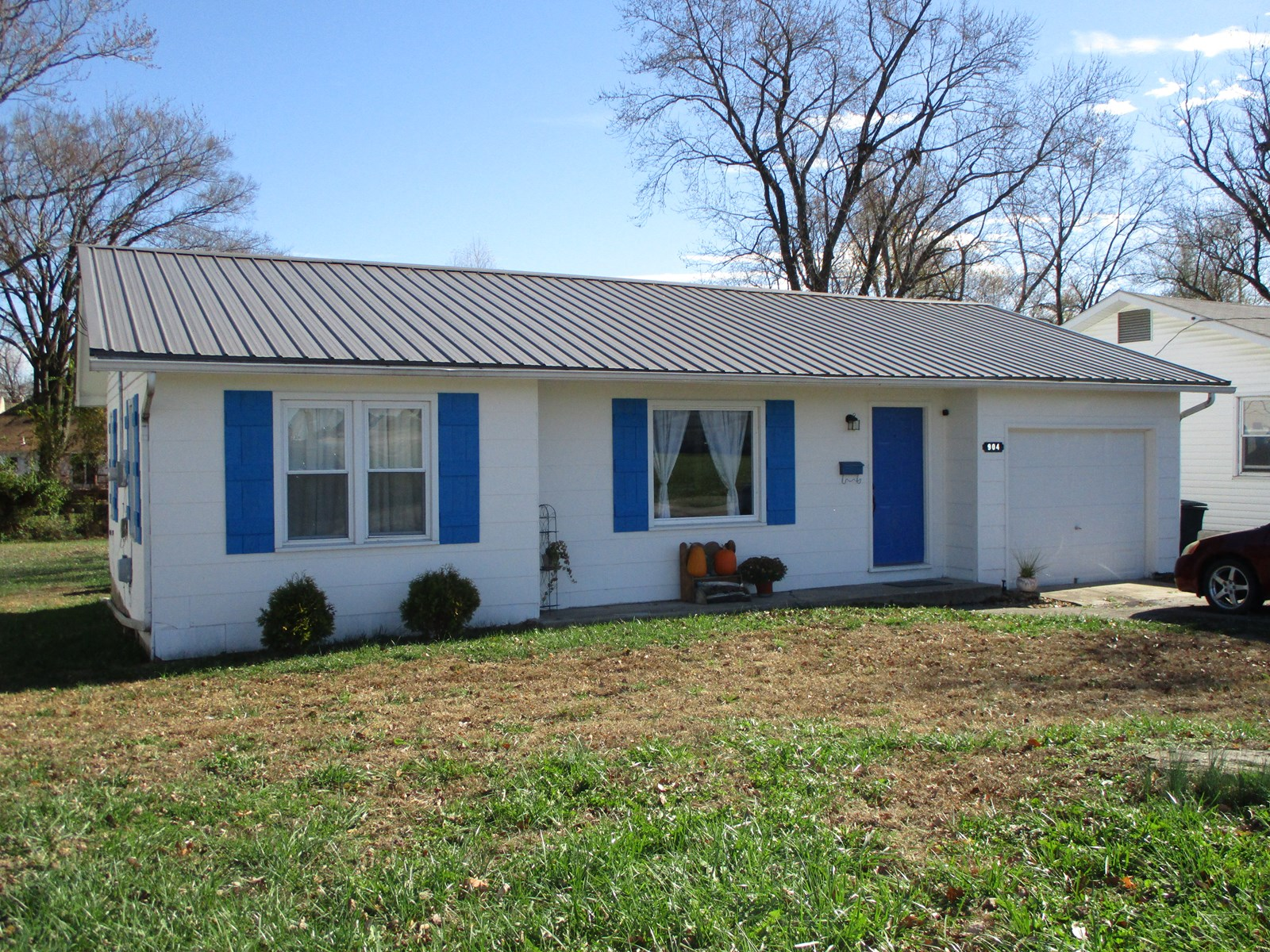 Move in Ready 2 Bedroom, 1 Bath Home!