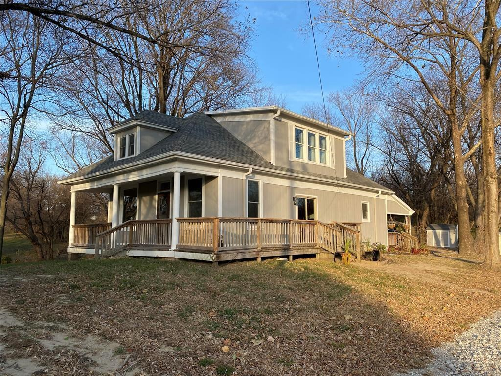 OPEN HOUSE 12/06/20 - Remodeled Home on 5.52 Acres In Town