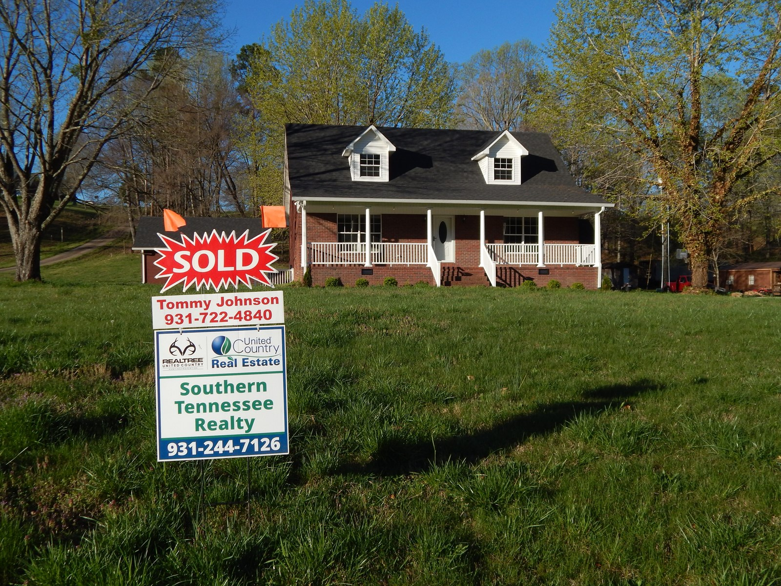 Tennessee Country Home 3 Bed, 2.5 Bath, 1.46 Acres For Sale!