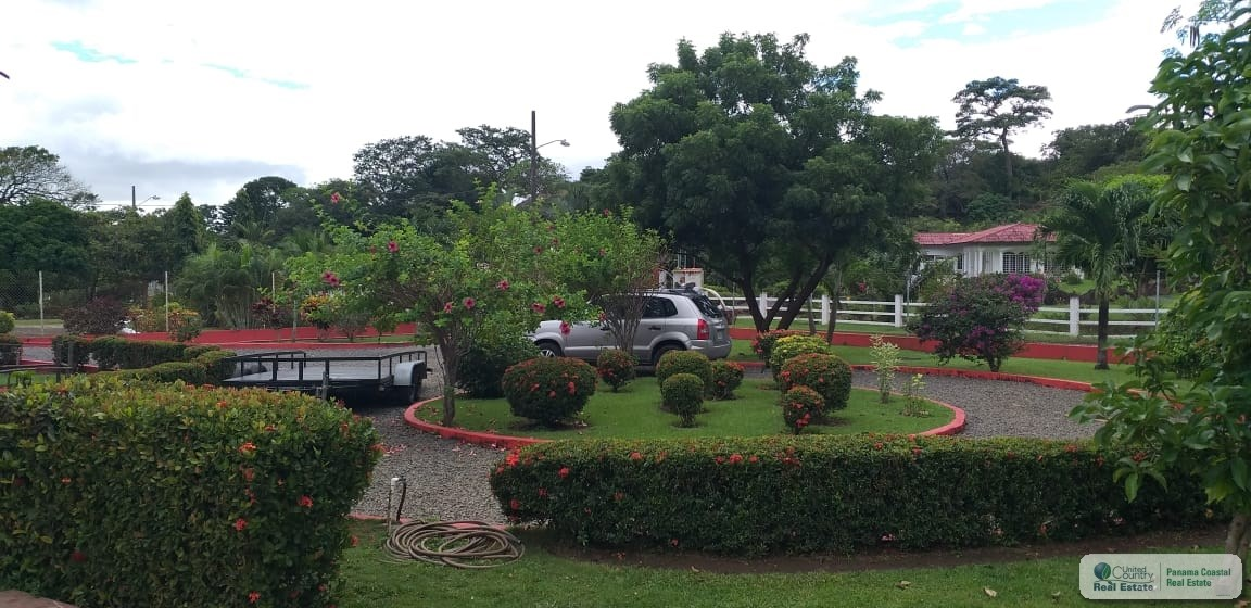COUNTRY HOUSE WITH POOL FOR SALE IN SAJALICES CHAME PANAMA