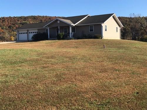 Home on 25.5 +/- Acres near Piedmont Missouri