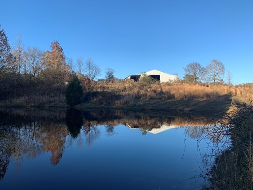 LAND FOR SALE IN TENNESSEE WITH BARN, SHOP, POND, HUNTING
