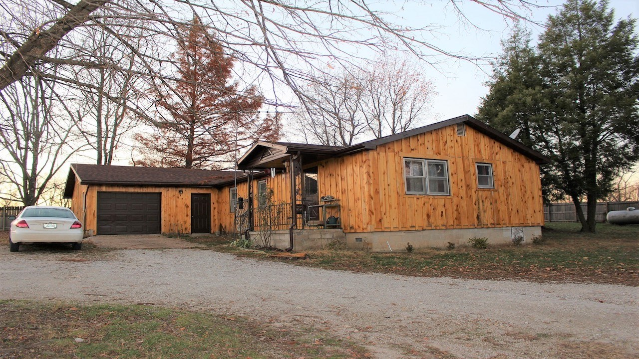 Country Home on Acreage for Sale in Wright County, Missouri