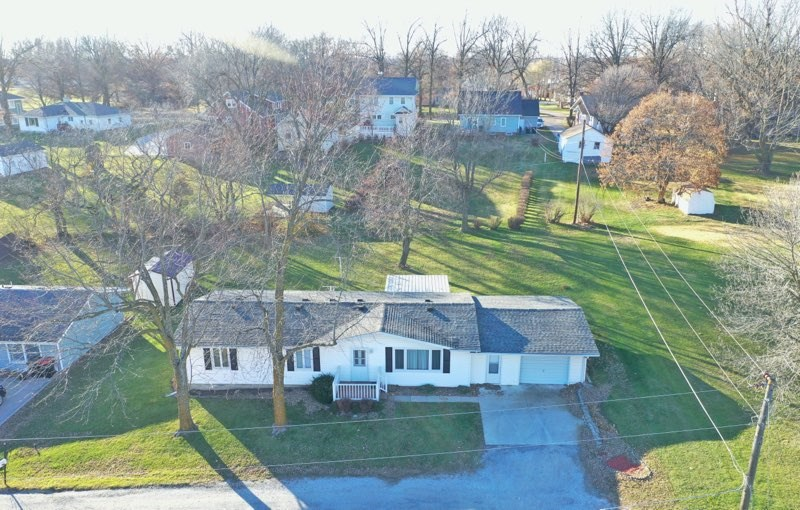 Ranch Home For Sale on Quiet Street in Mount Ayr Iowa