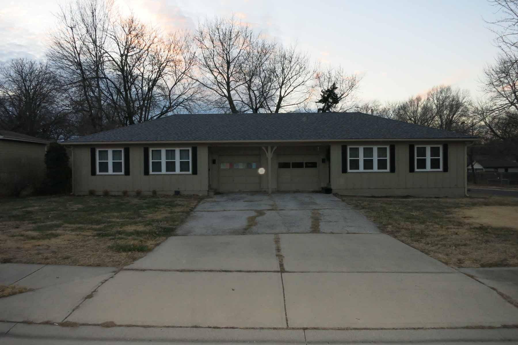 Duplex For Sale Close to Downtown Overland Park, KS