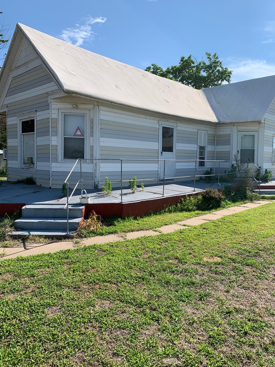 INVESTMENT/INCOME 2 HOMES FOR 1 PRICE
