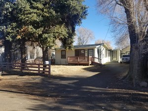 COZY COUNTRY COTTAGE-2 BDR/1 BTH W/1-CAR GARAGE/STORAGE SHED