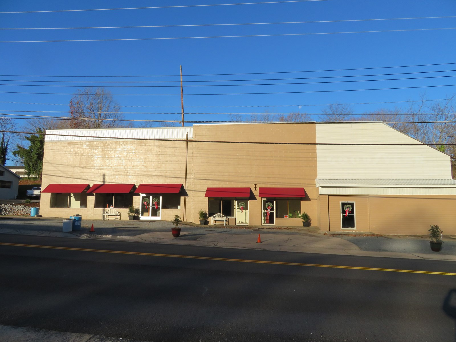 Commercial/ Business Building in the heart of Gretna, VA