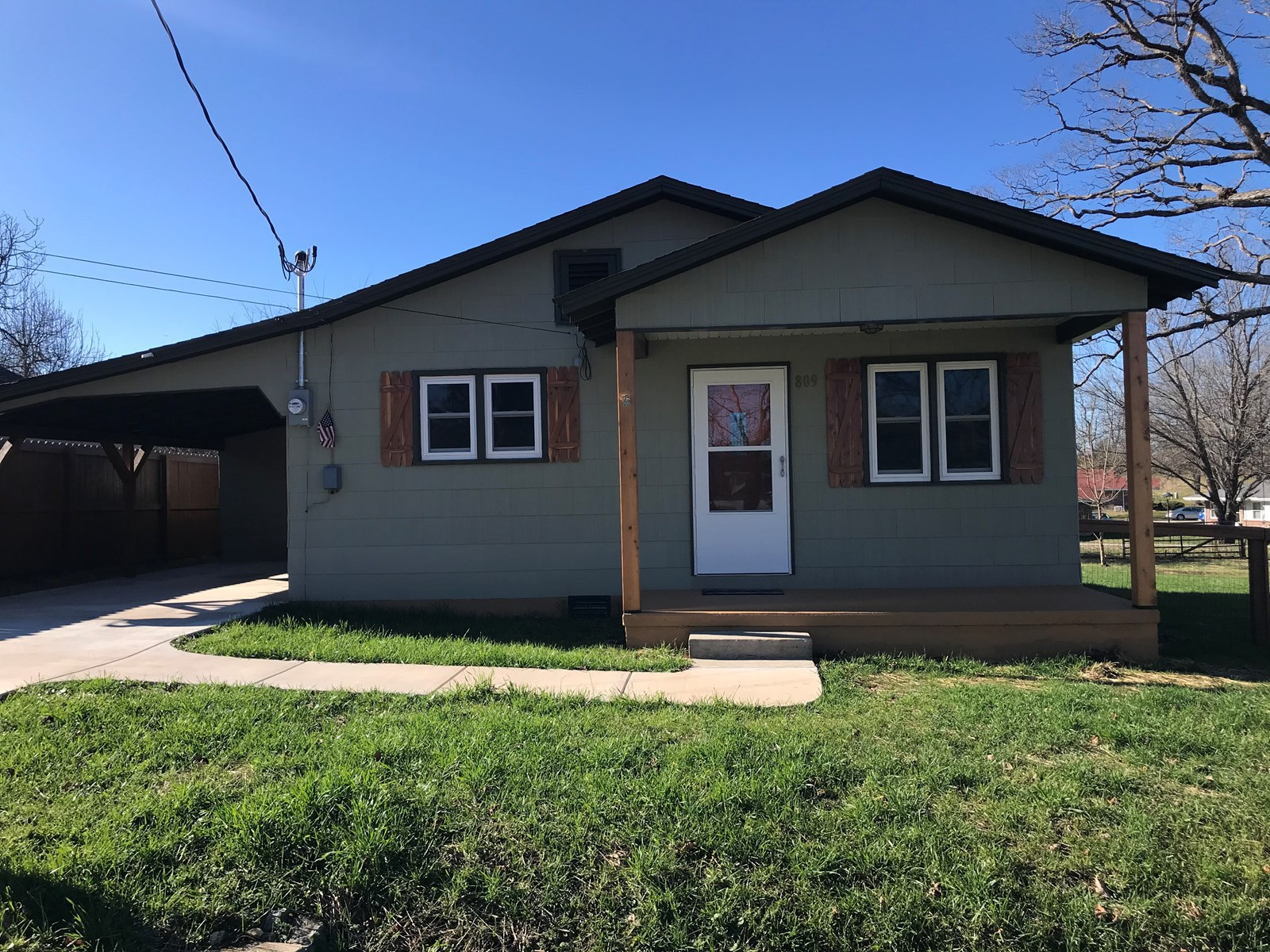 2 bedroom home with updates near the walking trail!