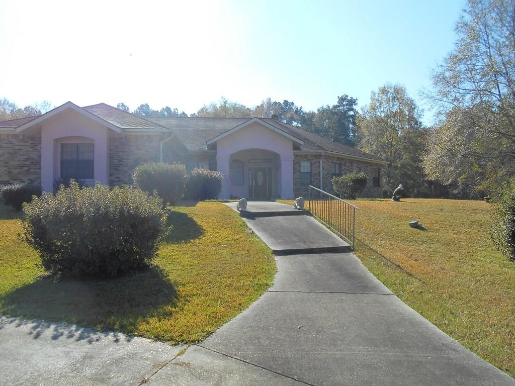 Custom Built Home in Town on 4.62 Acres Brookhaven MS