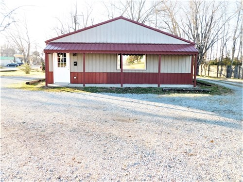 Commercial Building & Lot for Sale in Hohenwald, Tennessee.