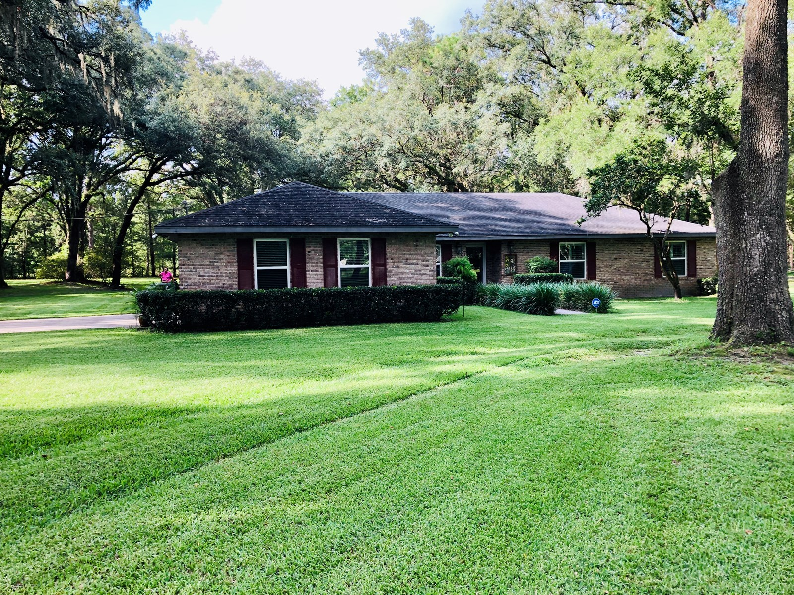 3/2 home on 2.55 acres 7 miles outside of High Springs, FL