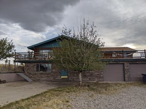 LOG LODGE IN CENTRAL MONTANA, MOUNTAIN VIEWS
