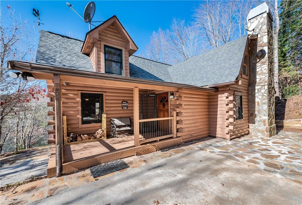 Waterfront Log Cabin for Sale in Jasper