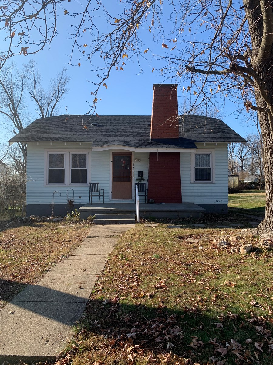3 bedroom Cottage home with original character!