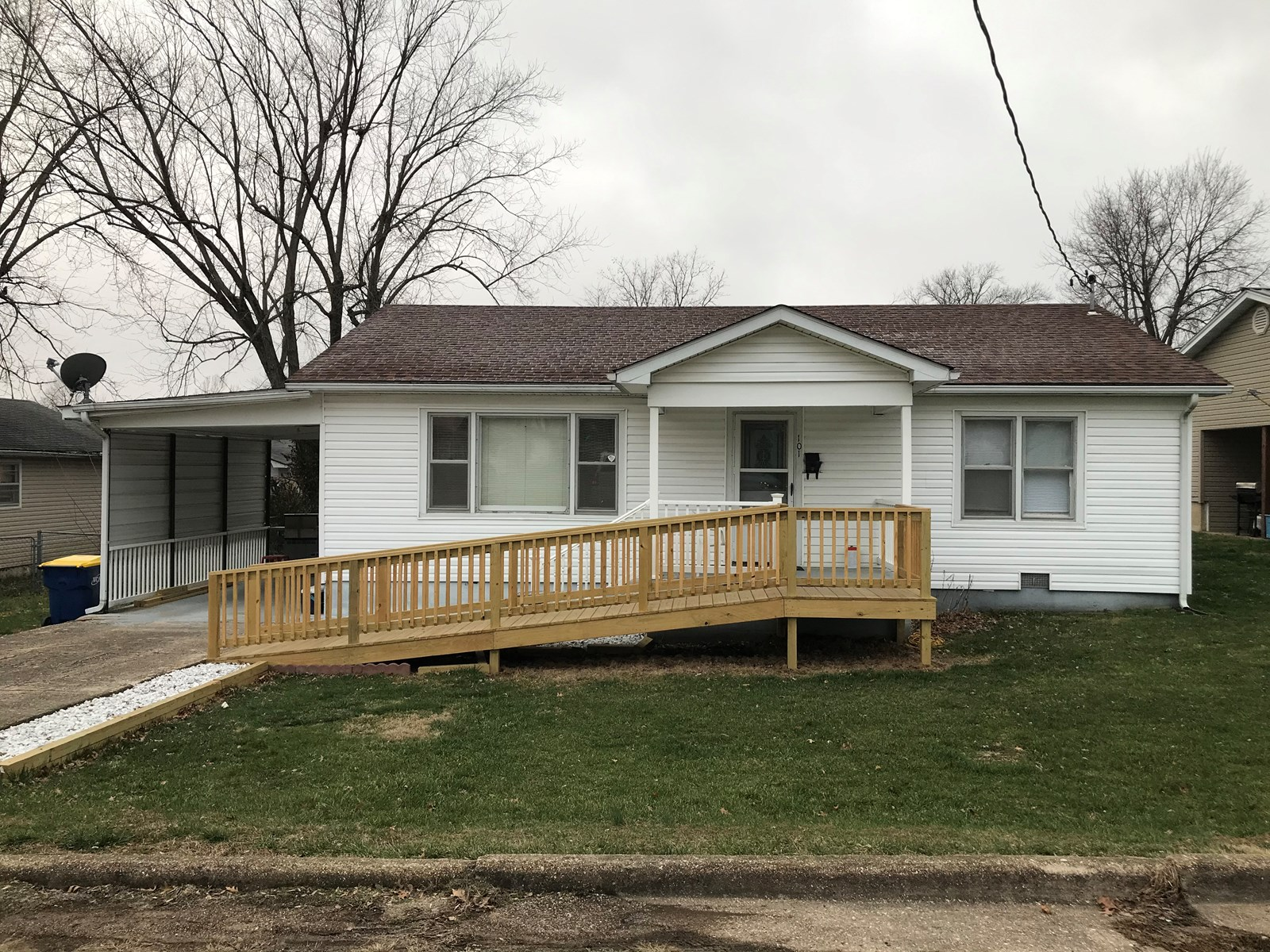 Ranch home with 2 bedrooms and partially fenced yard!