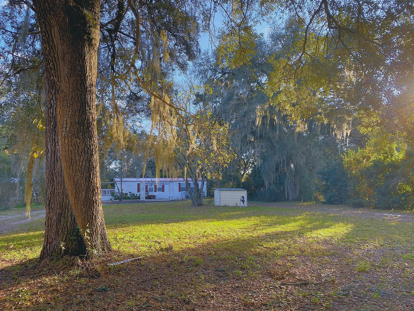 CUTE COUNTRY MOBILE HOME NEAR THE FAMOUS SUWANNEE RIVER!