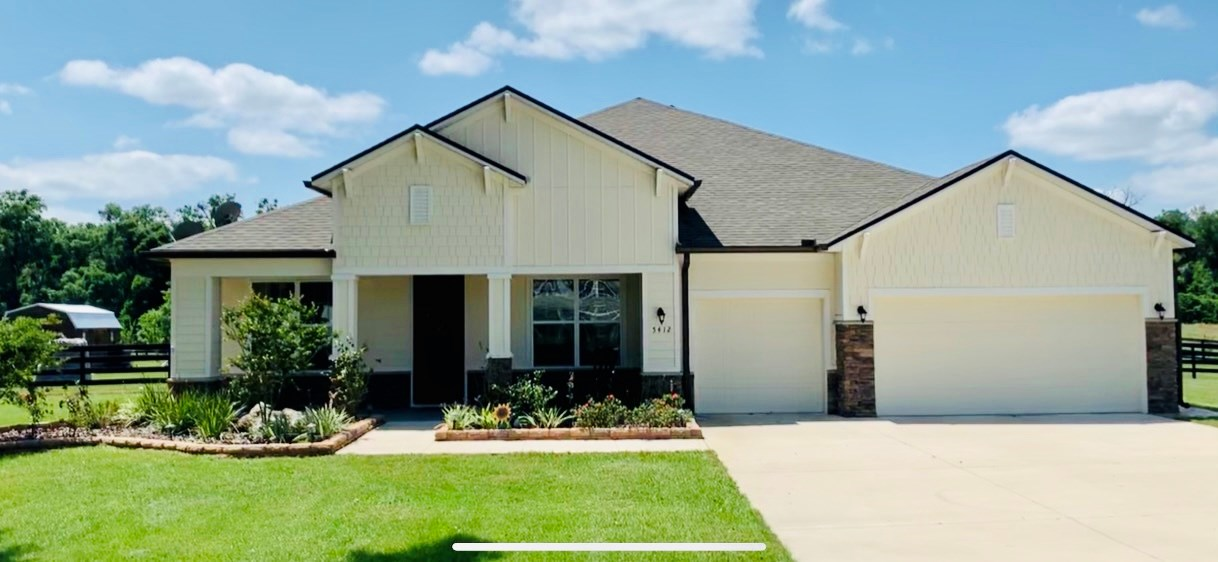 4 bedroom 3 bath Newberry home with room for horses