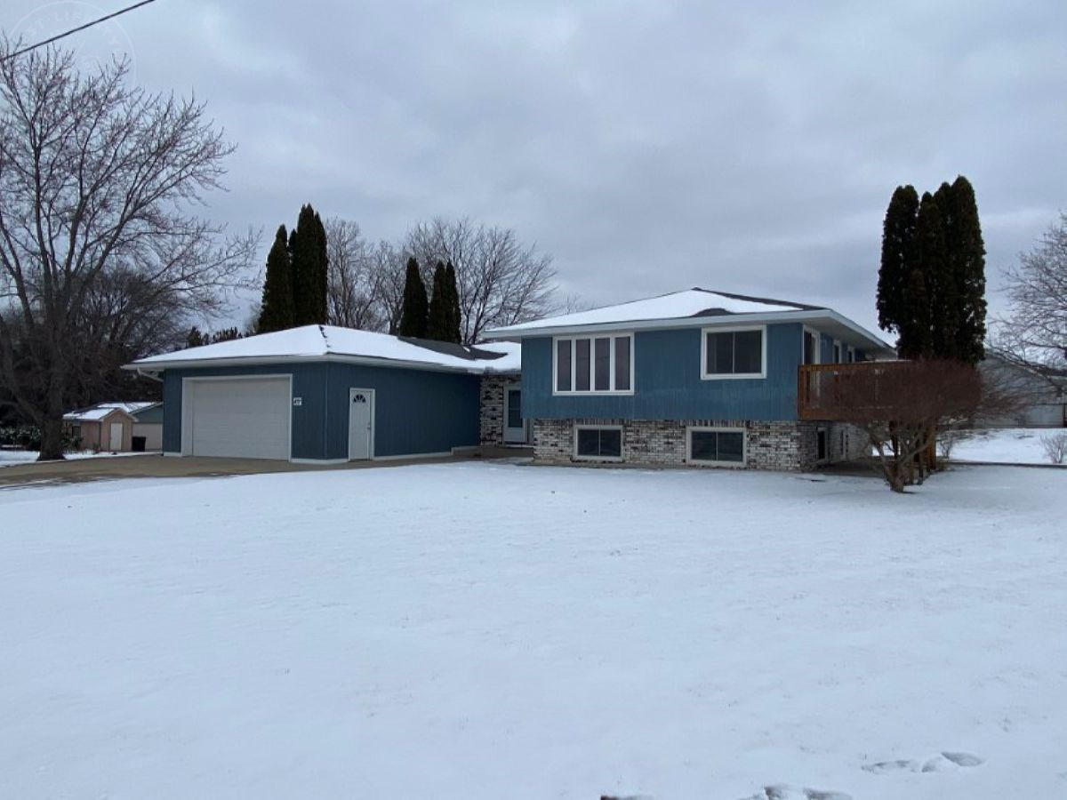 5 Bedroom Bi-level Columbia County WI Home for Sale