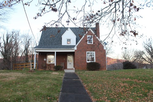 1.5  STORY HOME LOCATED IN TOWN OF STUART, VIRGINIA