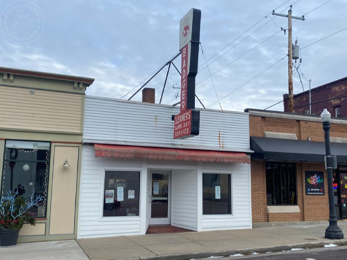 Downtown Baraboo WI building for sale