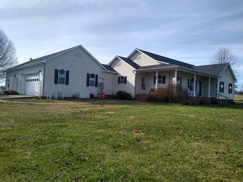 Country Home For Sale in Tennessee with Acreage and Pool