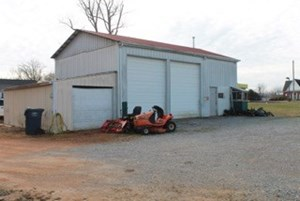 BUSINESS AND COMMERCIAL BUILDING FOR SALE IN HOHENWALD, TN