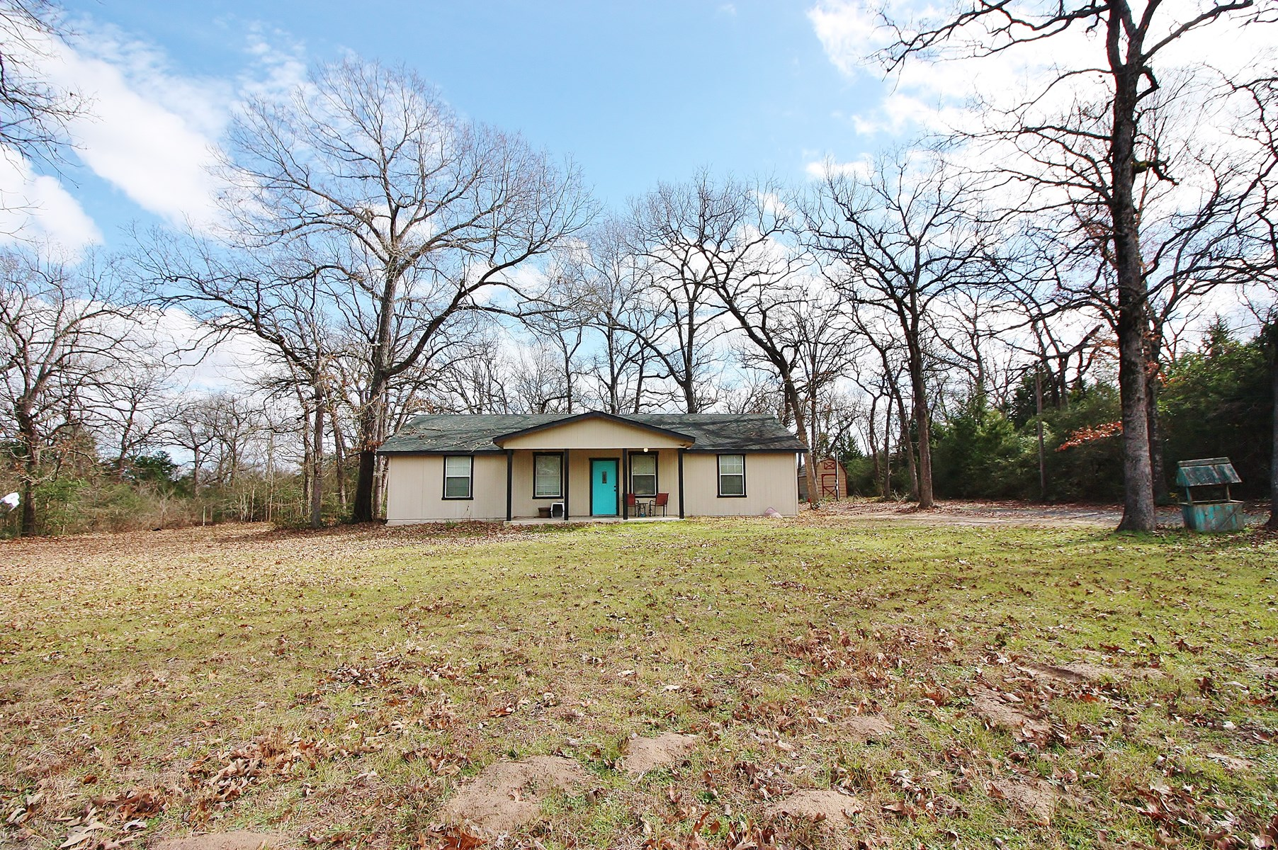 Home on Acreage for Sale in Buffalo, TX